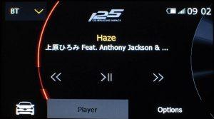 メディア -  Bluetooth - Player (言語設定:English) | Bluetoothでスマートフォンなどをオーディオ接続した場合の画面です。(表示されている楽曲は例であり、添付しません)